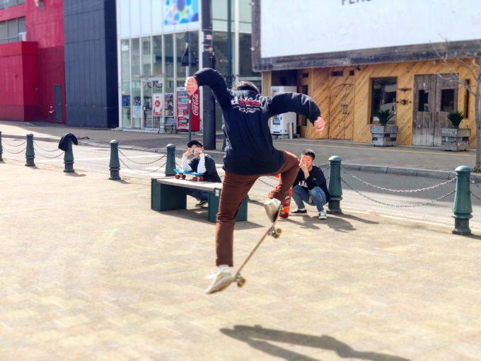 地元の若手スケーター達。 当店のオリジナルを着てくれているのも嬉しいです。
